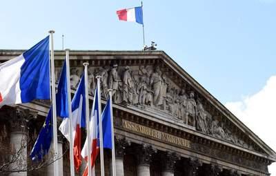 """Парламент Франції схвалив закон проти """"ісламістського сепаратизму"""""""