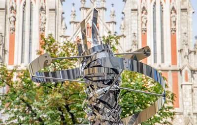 У Києві з'явилася скульптура ДНК-молекули: подарувала Італія – фото
