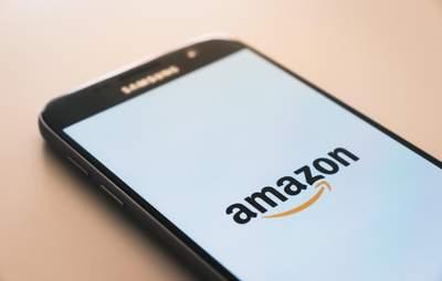 Amazon видалив 200 мільйонів фейкових оглядів товарів