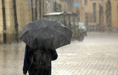 На Западную Украину надвигаются грозы и шквалы: объявили штормовое предупреждение