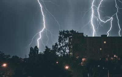 """Придет в гости от соседей: циклон """"Гвидо"""" принесет грозы в Украину"""