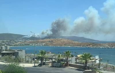 Уже локалізована пожежа знову набирає обертів у Бодрумі: фото, відео