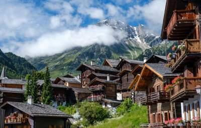 Швейцарія відкрилася для українців: умови в'їзду