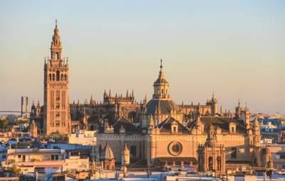 Путешествовать в Испанию еще легче: сразу три лоукостера запускают рейсы в эту страну