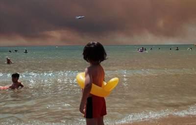 Фото украинца стало символом пожаров в Турции: снимок распространили топовые СМИ