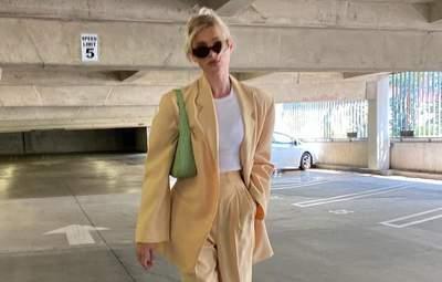 Ельза Госк показує бездоганний лимонний костюм, який можна одягнути цього літа: стильний образ