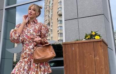 Леся Нікітюк показала модний вихід у квітковому костюмі: красиві фото