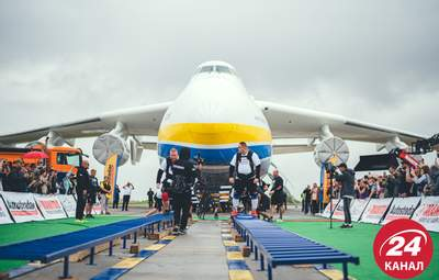 """Українські богатирі встановили світовий рекорд з перетягування """"Мрії"""": вражаючі фото та відео"""