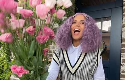 Настя Каменських вразила фанатів образом учениці з фіолетовим волоссям: яскраві фото