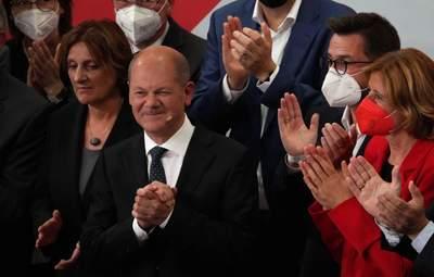 Кандидат в канцлеры Шольц заговорил на английском с прессой: почему это удивило Германию