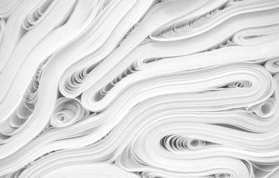Бумажная реальность: художник ловко добавляет вытынанки в окружающий мир