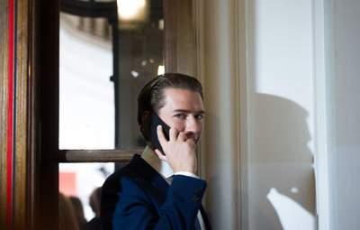 Австрийские страсти: что нашли в телефоне канцлера Курца