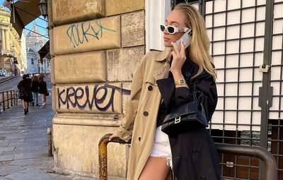 Самый модный тренч осени – двухцветный: стильный образ показывает Соня Лисон