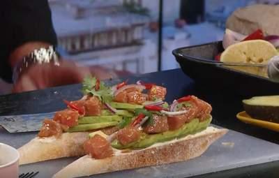 Експрес-сніданок за 15 хвилин: рецепт швидкого сендвіча з лососем та авокадо від Ігора Брагіна