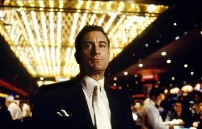 Самая высокооплачиваемая должность в казино: кто такой пит-босс и чем он занимается
