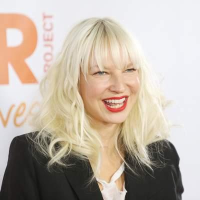 Через рік після усиновлення дітей співачка Sia стала бабусею