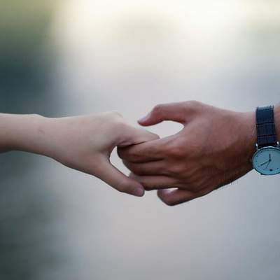 LovelsNotTourism: закохані по всьому світу просять країни відкрити кордони для з'єднання пар