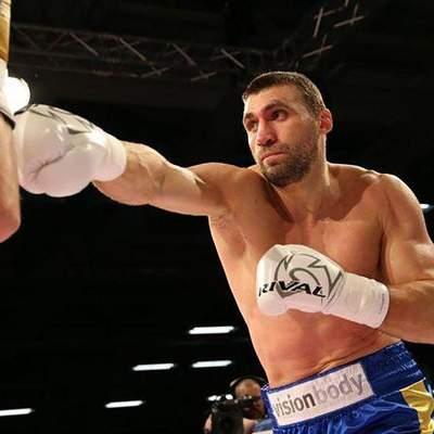 Украинец Виктор Выхрист отправил в глубокий нокаут Энгуему и выиграл третий бой: видео