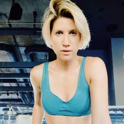 Как правильно качать пресс дома: 4 упражнения от Аниты Луценко для красивого тела