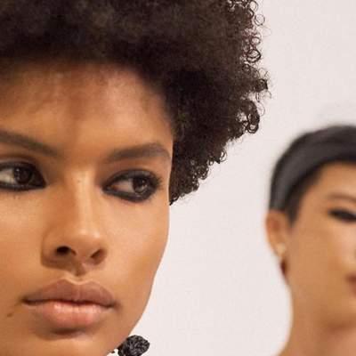 Вернулась через 20 лет: смелая тенденция в макияже из нулевых снова в моде