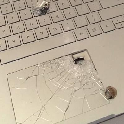 Microsoft Surface Book врятував життя власнику – зупинив кулю