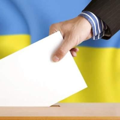 На Київщині оголосили підозру кандидатові, який привітав вчителів конвертами із грошима