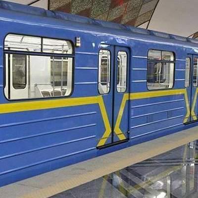 Повернення легенди: У київському метро танцювала напівроздягнена пасажирка – відео