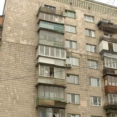 В Киеве мама с дочкой выпали из многоэтажки: полиция рассматривает версию убийства – видео 18+