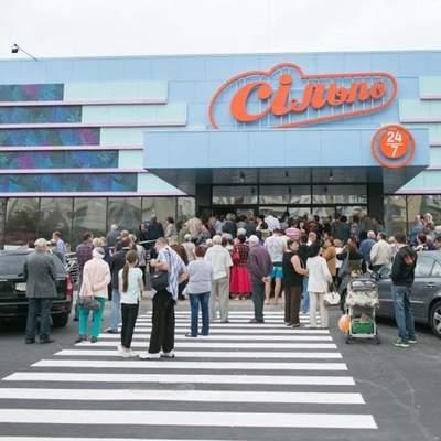 """Из киевского супермаркета """"Сильпо"""" срочно эвакуировали людей из-за задымления: видео"""