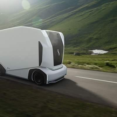 Безпілотна електровантажівка без кабіни підкорила трасу для перегонів: відео