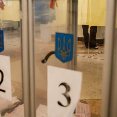 У Житомирі члени виборчої комісії напали на спостерігача: відео