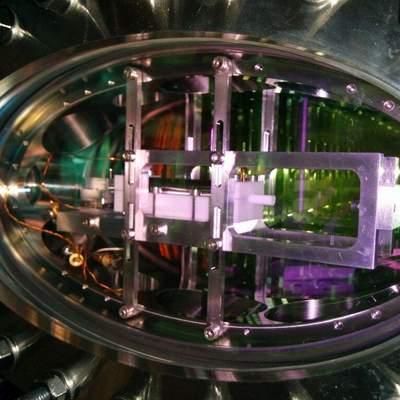 Квантовые компьютеры все ближе: немецкие ученые сохранили и переместили свет