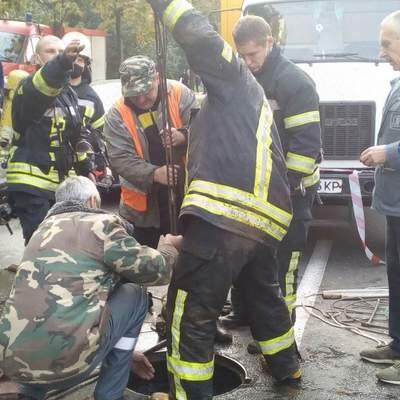 Коммунальная авария в Киеве: на Дарнице в коллекторе чуть не погибли 4 рабочих