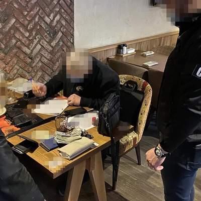 Ректора київського вишу пов'язали за переправлення нелегалів: фото
