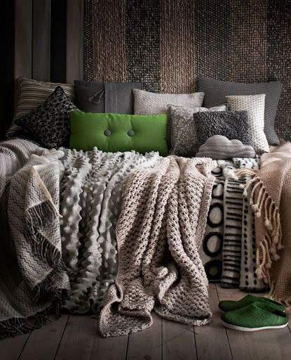 Затишний куточок з текстильними декораціями