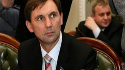 """Нардеп пришел на заседание ВР в футболке """"Свободу Луценко!"""""""