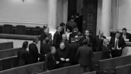 БЮТ и НУ-НС в знак протеста против ареста Луценко покинули сессионный зал ВР