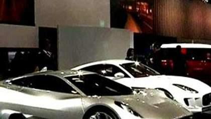 Індійський автосалон потішив новинками для багатіїв