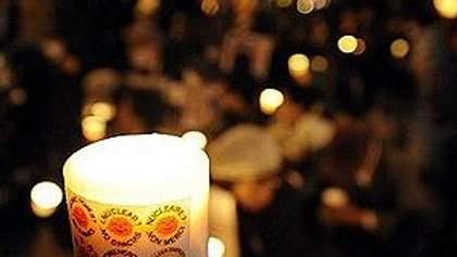 Япония: 16 000 свечей зажгли в память о жертвах цунами