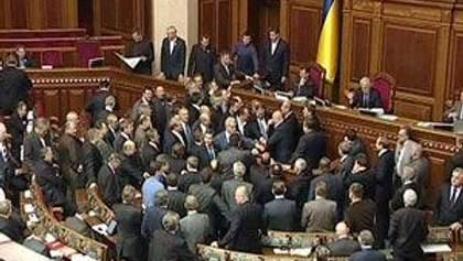 Оппозиция блокирует работу парламента