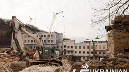 На Андреевском спуске в Киеве сносят дома