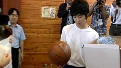 Мяч, который переплыл из Японии в США, вернулся к хозяевам