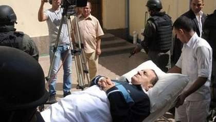 У Мубарака зупинилось серце. Його врятували