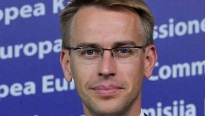 """Еврокомиссия: Отмена """"клеветы"""" облегчила нашу обеспокоенность"""
