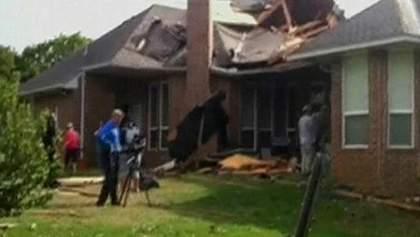Над трьома штатами пронеслися потужні торнадо (Відео)