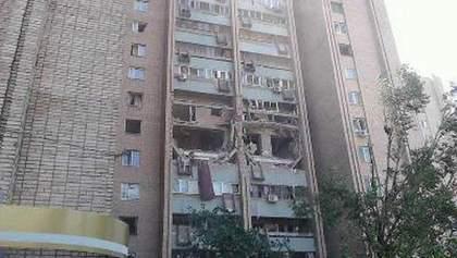 Мощный взрыв в луганской многоэтажке: погиб человек