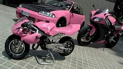 Божевільний рожевий тюнінг Honda і Yamaha