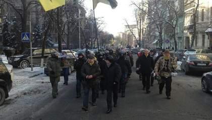 Майданщики двинулись колонной к Аскольдовой могиле, чтобы почтить память героев Крут (Фото)