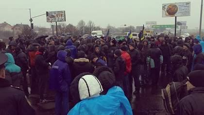 """У Львові біля """"Епіцентру"""" розібрали барикади"""