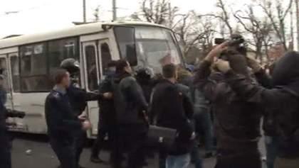 В Одессе пророссийские активисты забросали камнями евромайдановцев и напали на журналистов(Видео)